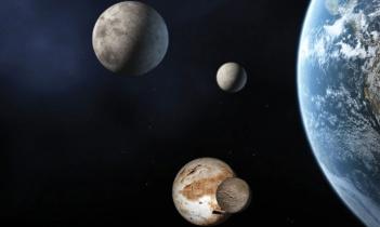 Slikoviti prikaz najviše poznatih patuljastih planeta u odnosu na Zemlju i Mjesec (na vrhu); Ceres je najmanji na desnoj strani i Pluton i njegov mjesec Charon su na dnu